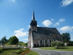 Eglise - Français:   Doudelainville, Somme, France, église. À gauche de l\'église, la motte castrale.