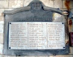 Eglise -  Lucheux (Somme, France) -  La plaque en mémoire des soldats tués en 1914-1918, apposée à l'intérieur de l'église.  .  .   .