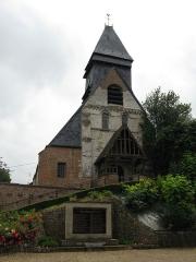 Eglise Saint-Christophe -  Mareuil-Caubert (Somme, France) - L'église et le Monument-aux-Morts.