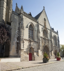 Eglise Saint-Jean - English: Eglise Saint-Jean-Baptiste. Péronne. Hauts-de-France, Somme. France. Church (Eglise Saint-Jean-Baptiste). Exterior. West façade. Gothic. . Cultural heritage; Cultural heritage|Monuments; Cultural heritage|Styles|Gothic; Europe|France|Hauts-de-France|Somme|Péronne. photo: Paul M.R. Maeyaert. pmrmaeyaert@gmail.com. www.pmrmaeyaert.eu; www.polmayer.com. © Paul M.R. Maeyaert; pmrmaeyaert@gmail.com. Ref: PM_113192_F_Peronne