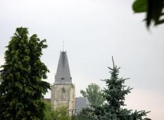 Eglise dite collégiale Saint-Martin -  Picquigny (Somme, France) -   Clocher de la collégiale, vu du Sud, depuis la rue Jean Choquet.  .