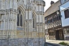 Chapelle du Saint-Esprit - Chapelle Saint-Esprit de Rue (Somme, France) et maison médiévale.