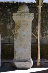 Evêché - Cippe surmonté d'une pomme de pin avec inscription d'époque romaine, découvert à Anglefort en 1879-1980, lors du creusement du canal de dérivation du Rhône, conservé depuis au moins 1987 dans le jardin Jean-Pierre Camus derrière l'évéché à Belley (Ain).   281 x 91 x 59 cm.  Inscription: Dédicace sous l'ascia aux Dieux Mânes de Saturilla (ou Maurilla), de son fils Maximius (ou Maxentius), de son mari (avec indication des âges), faite par Maticenus. Références: AE 1988, 0875 = Carte archéologique de la Gaule CAG 01 p. 139 = Epigraphische Datenbank Heidelberg HD009149 = Le Bugey 1987 p. 350-351 Raymond Chevallier Monument 1)