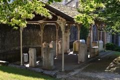 Evêché - A belley, dans le parc Jean-Pierre Camus aussi appelé jardin de l'évêché, un ensemble de pierre gallo-romaines ː cippes, stèles, sarcophage portant des inscriptions, avec d'autres fragments anépigraphes d'un enclos funéraire, abrités par des colonnes en fonte et une charpente métallique récupérés à la caserne Sibuet. Deux vestiges proviennent de l'ancienne collection Lépaulle, neuf ont été trouvés dans le lit du Rhône à Anglefort.