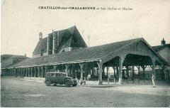 Halles -  Carte postale éditée par CIM, Combier imprimeur à Macon  CHATILLON SUR CHALARONNE - Les Halles et l'église