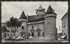 Château dit château de Montlaur - English: Châteaux Commerces Transports Ardèche