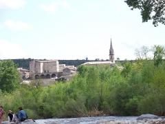 Château - Français:   Joyeuse dans le département français de l\'Ardèche: le château et l\'église.