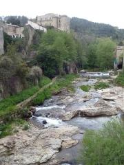 Château - Nederlands: The river La ligne and view on the castle of Largentière, Ardèche, France