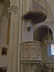 Eglise Notre-Dame-des-Pommiers - Français:   Église Notre-Dame-des-Pommiers, Largentière, Ardèche, France