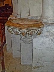 Eglise Notre-Dame-des-Pommiers - Français:   Bénitier; Église Notre-Dame-des-Pommiers, Largentière, Ardèche, France