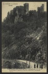 Château de Ventadour (restes) - English: Surplombant la Route du Pont-de-Labeaume à Monpezat