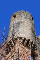 Château de Ventadour (restes) - Čeština: Věž hradu Château de Ventadour v jižní Francii