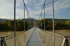 Pont de Rochemaure sur le Rhône - Français:   pont suspendu rénové en 2013