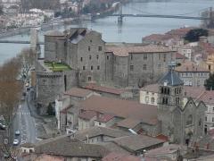 Passerelle Seguin sur le Rhône (également sur commune de Tain-l'Hermitage, dans la Drôme) -  Château de Tournon-sur-Rhône / Tournon-sur-Rhône: the castle