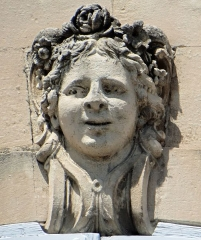 Hôtel de Roqueplane - Français:   Viviers - Hôtel de Roqueplane - Agrafe d\'une fenêtre de la façade sud
