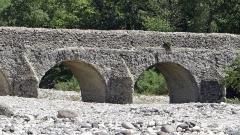 Pont romain franchissant l'Escoutay - Français:   Pont romain de Viviers - Deux travées vues de l\'amont