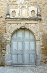 Abbaye cistercienne - Porte de l'église abbatiale de Bouchet dans la Drôme