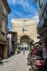 Porte de ville - Français:   Chabeuil (Drôme, France), porte fortifiée, vue de l'intérieur de la ville