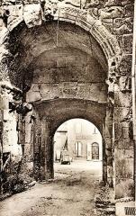 Porte Saint-Marcel - Français:   Arc-de-Triomphe romain de Die
