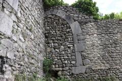 Remparts - Français:   Zone nord des remparts de Die: une porte bouchée