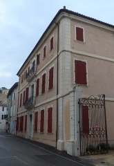 Maison (ancienne gendarmerie) -  Donzère (Drôme, France), ancienne gendarmerie.