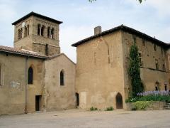 Prieuré -  prieuré de Manthes dans la Drôme