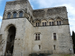 Château des Adhémar ou des Papes - Français:   Façade ouest du Château des Adhémar