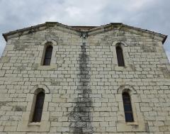 Chapelle de Saint-Bonnet - Puygiron (Drôme, France), chapelle St Bonnet, construite en 1867, dans le style Roman, avec des pierres de la carrière de Puygiron.