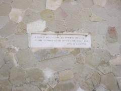 Cathédrale Saint-Apollinaire - Français:   Inscription en face de la cathédrale de Valence.