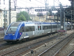 Gare - English: A French regional train is leaving the station of Valence-Ville and carries passengers to Annecy (first carriage) and Geneva (Switzerland) (second one).