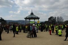 Kiosque Peynet - Français:   Chaîne humaine de Lyon à Avignon contre l\'énergie nucléaire le 11 mars 2012 à Valence