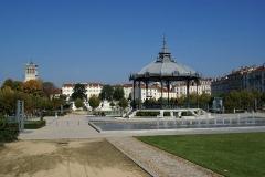 Kiosque Peynet - English: Valence - Esplanade Champ de Mars - View NNE towards Valence Cathedral