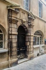 Maison Dupré-Latour - Français:   Valence, Drôme, France. Maison Dupré-Latour, portail d\'entrée rue Pérollerie.