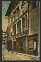 Maison des Têtes - English:   CA 1900 - 1923; Bonaparte, Lieutenant d\'Artillerie habita cette maison.