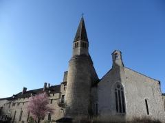 Eglise - Français:   Chevet de l\'église de Augustins de Crémieu
