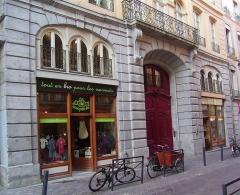 Hôtel dit de Croy-Chasnel et de Pierre Buchet - English: Façade of the hotel of de Croÿ-Chasnel, Grenoble, France