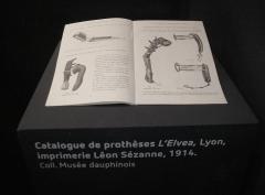 Monastère de Sainte-Marie-d'en-Haut - Italiano: Catalogue de prothèses L'Elvea, Lyon, imprimerie Léon Sézanne, 1914. Collection Musée Dauphinois, Grenoble.