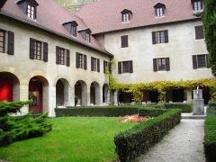 Monastère de Sainte-Marie-d'en-Haut -  cour intérieure musée Dauphinois à Grenoble