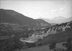 Monastère de Sainte-Marie-d'en-Haut -  Niveaux du Drac à Mayers en 1911. Mayres-Savel, Isère, France. Image numérique réalisée par le Département de l'Isère à partir de la plaque de verre NB négatif par Blanchard Raoul. La plaque d'origine est conservée au Musée Dauphinois de Grenoble.