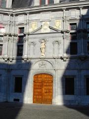 Palais de Justice -  Entrée du palais du Parlement du Dauphiné, place Saint André - Grenoble.