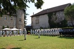 Château de Bayard (ruines) - Français:   13e BCA dans les jardin du château