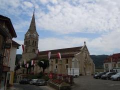 Eglise Saint-Georges - English: Saint-Geoire-en-Valdaine - place de l'église - Isère France