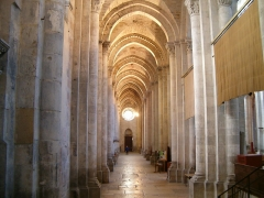 Eglise Saint-Maurice, anciennement cathédrale -  Bas-côté droit de la Cathédrale de Vienne, vu du choeur.   Janvier 2007.