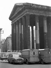 Temple d'Auguste et de Livie - Magyar: Augustus császár és Lívia császárné temploma.
