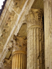 Temple d'Auguste et de Livie - English: Ornamented columns of Temple of Augustus and Livia in Vienne (Isere, France)