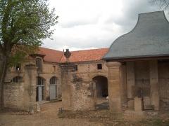 Château de l'Arthaudière -  Château de l'Arthaudière à St Bonnet de Chavagne (Isère) Entrée des écuries  Photo prise par Daniel Etienne