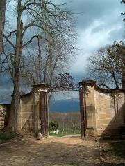 Château de l'Arthaudière -  Château de l'Arthaudière à St Bonnet de Chavagne (Isère) Entrée principale à l'est du domaine  Photo prise par Daniel Etienne