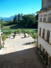 Château de l'Arthaudière -  Château de l'Arthaudière à St Bonnet de Chavagne (Isère) Les jardins vues de l'aile nord  Photo prise par Daniel Etienne
