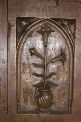 Ancien prieuré Saint-Martin d'Ambierle - English:  Priory of Ambierle Panel carved with a Lily, symbol of the virgin Mary.