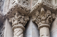 Eglise - English:  The capitals on the left, already in poor condition, are permanently altered.: In the first we can see the Parable of the rich man, the second death St. james ordered by Herod the decapitation.